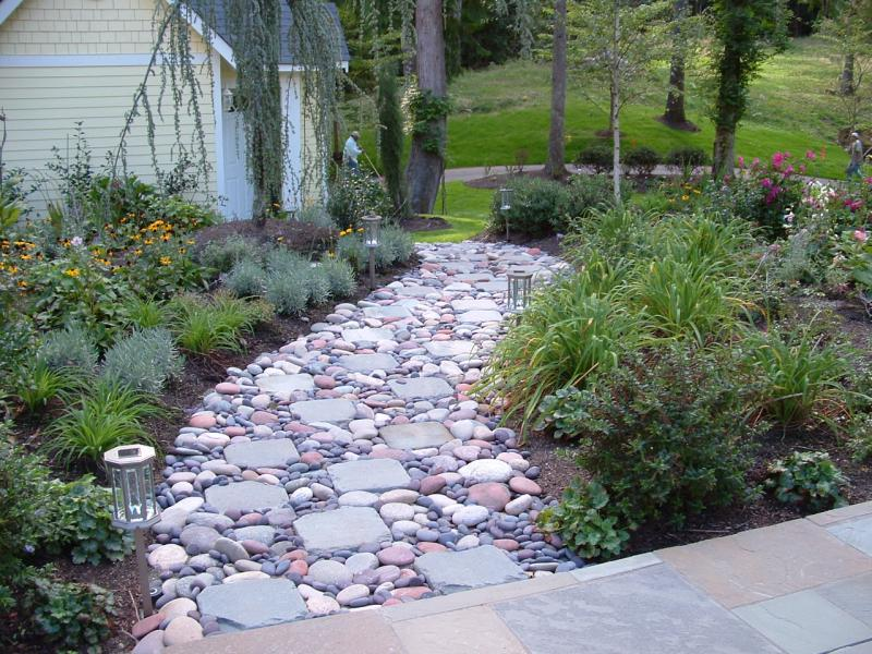 Mountain view landscape design hardscape for Camino de piedra para jardin